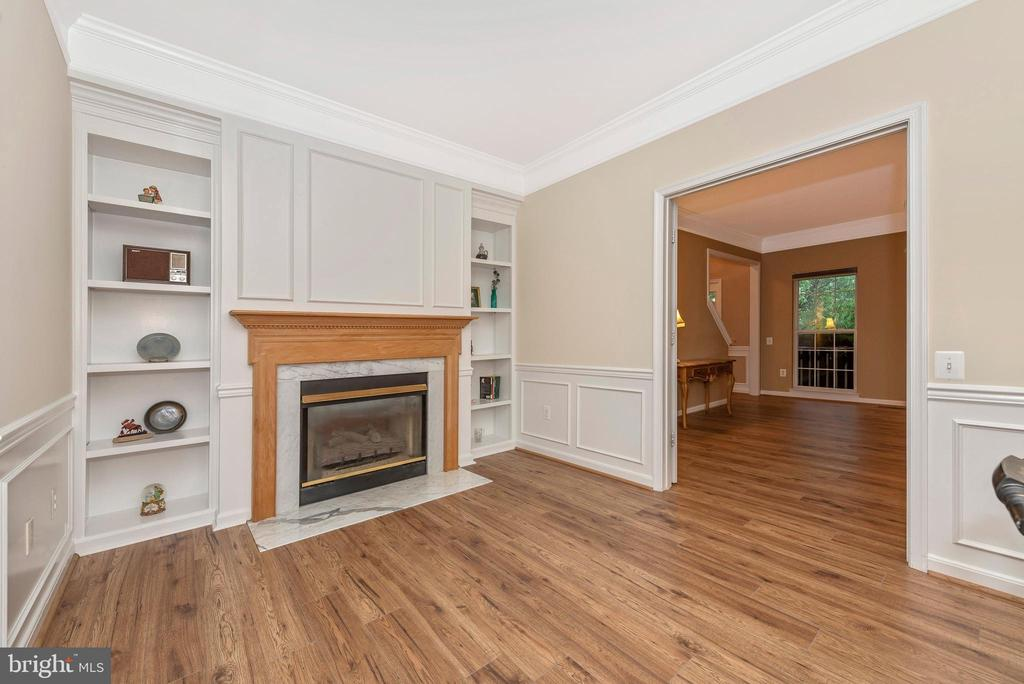 Two-sided gas fireplace is shared with family room - 1706 DEARBOUGHT CT, FREDERICK