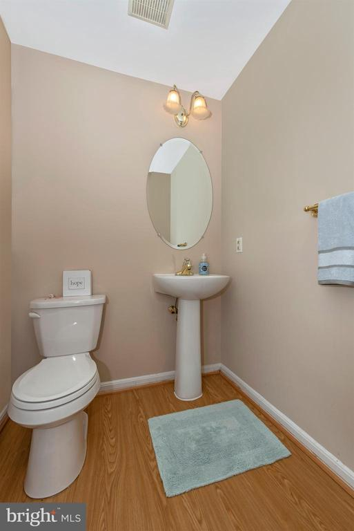 Powder Room - 1706 DEARBOUGHT CT, FREDERICK