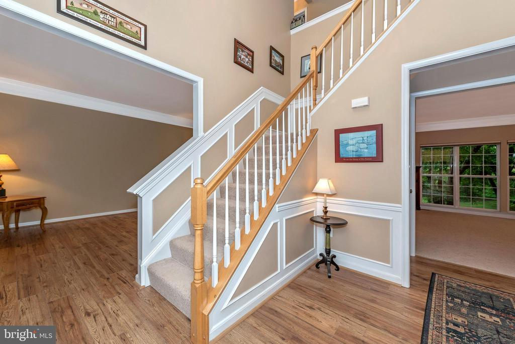 2-Story Foyer - 1706 DEARBOUGHT CT, FREDERICK