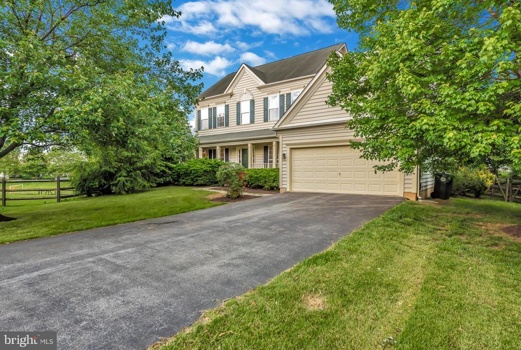Premium lot has space and privacy. - 1706 DEARBOUGHT CT, FREDERICK