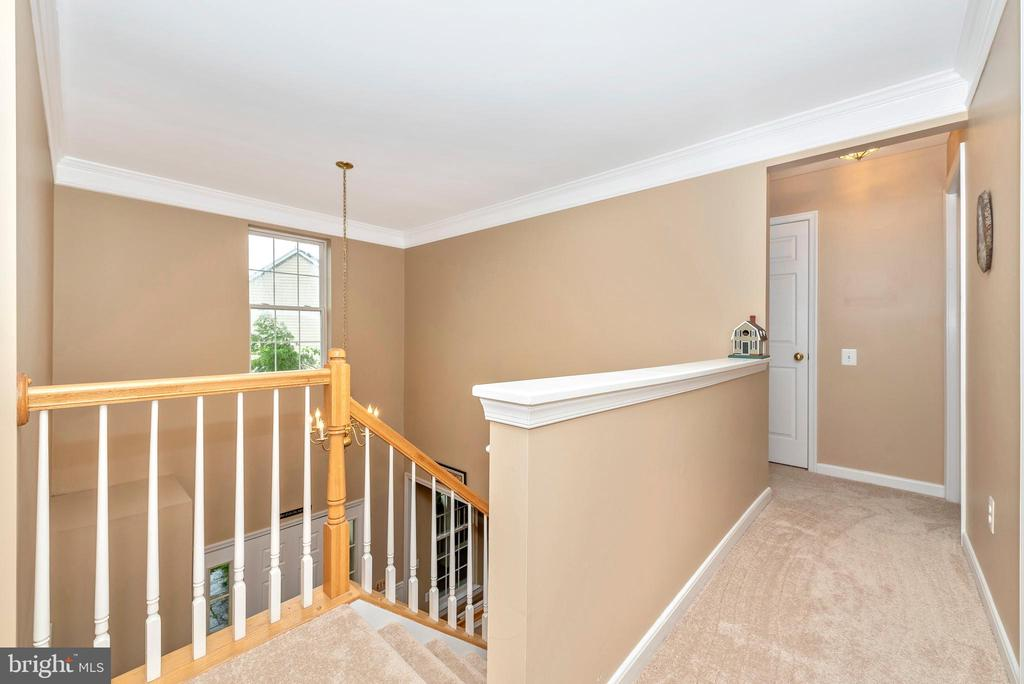 Upstairs hallway to the four bedrooms. - 1706 DEARBOUGHT CT, FREDERICK