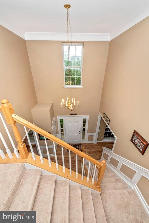 Foyer from above - 1706 DEARBOUGHT CT, FREDERICK