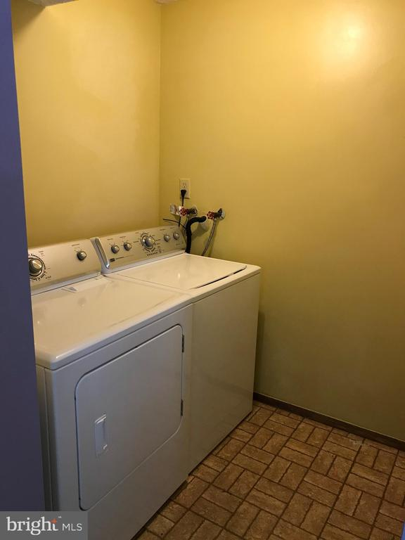 Laundry Area (Angle I) - 8173 WILLOWDALE CT, SPRINGFIELD