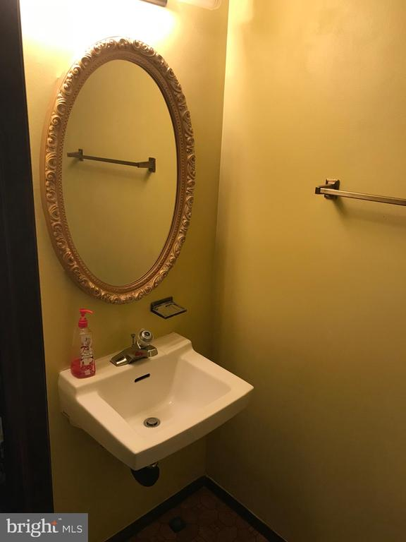 Half Bath (Angle I) - 8173 WILLOWDALE CT, SPRINGFIELD