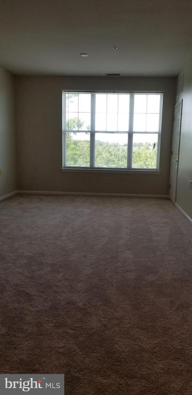 Bright & Spacious Living Room with pleasant views - 14301 KINGS CROSSING BLVD #303, BOYDS