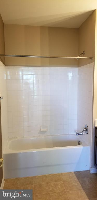 Private Master Bathroom with tub & shower - 14301 KINGS CROSSING BLVD #303, BOYDS