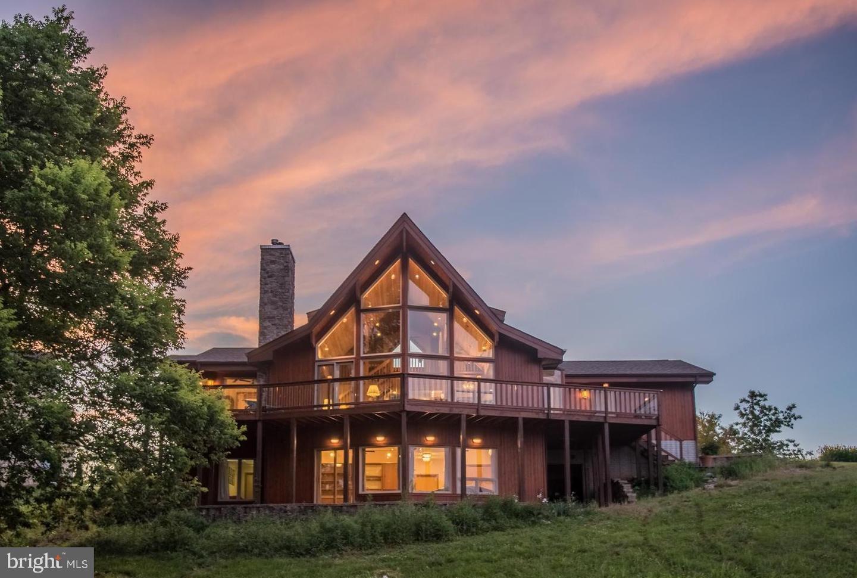 Single Family Homes para Venda às Shepherdstown, West Virginia 25443 Estados Unidos