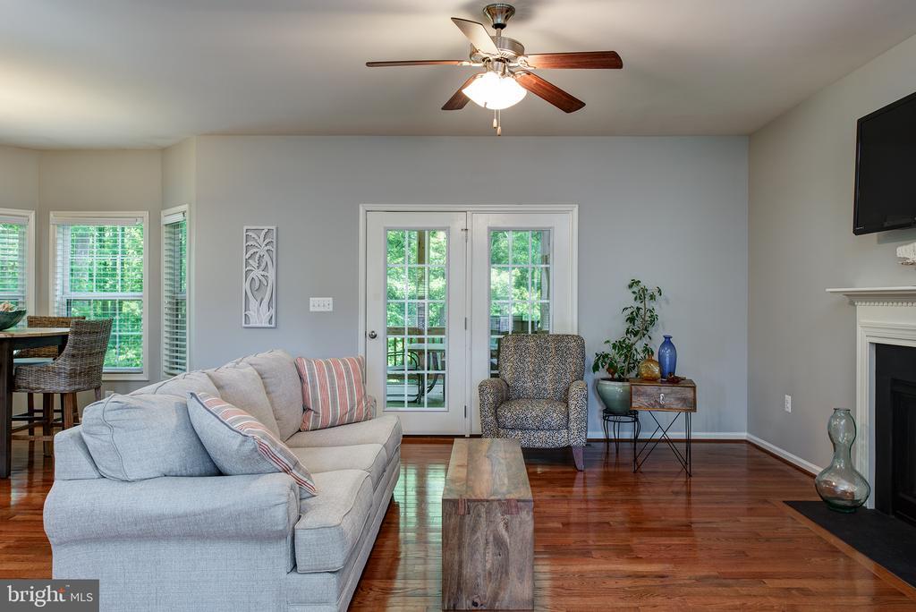 Wide plank  hardwood floors - 16339 WOODGROVE RD, ROUND HILL