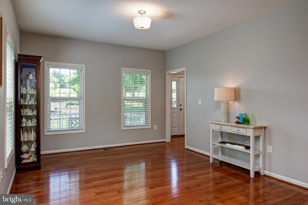 Spacious Formal Living Room, - 16339 WOODGROVE RD, ROUND HILL