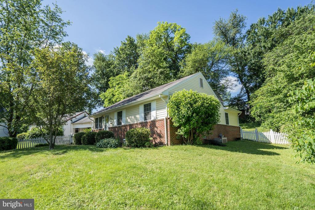 Live in the Hills! - 7715 LUNCEFORD LN, FALLS CHURCH