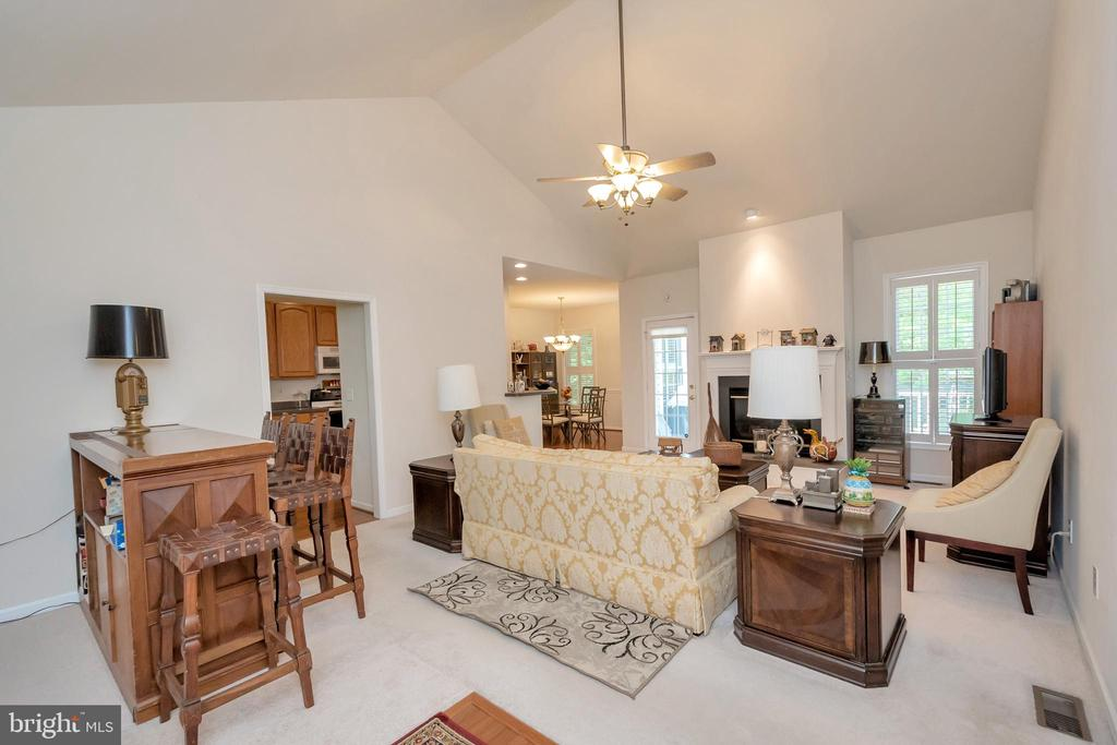 Living area with vaulted ceilings - 1400 LAKEVIEW PKWY, LOCUST GROVE