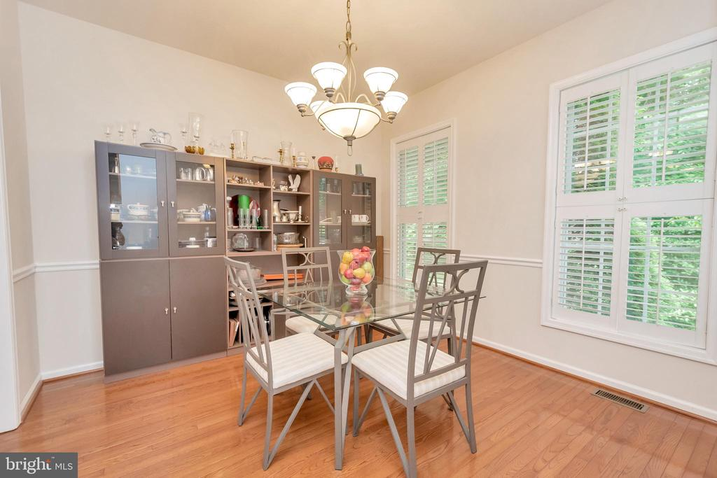 Formal dining room - 1400 LAKEVIEW PKWY, LOCUST GROVE