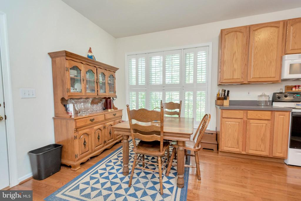 Breakfast nook in kitchen - 1400 LAKEVIEW PKWY, LOCUST GROVE