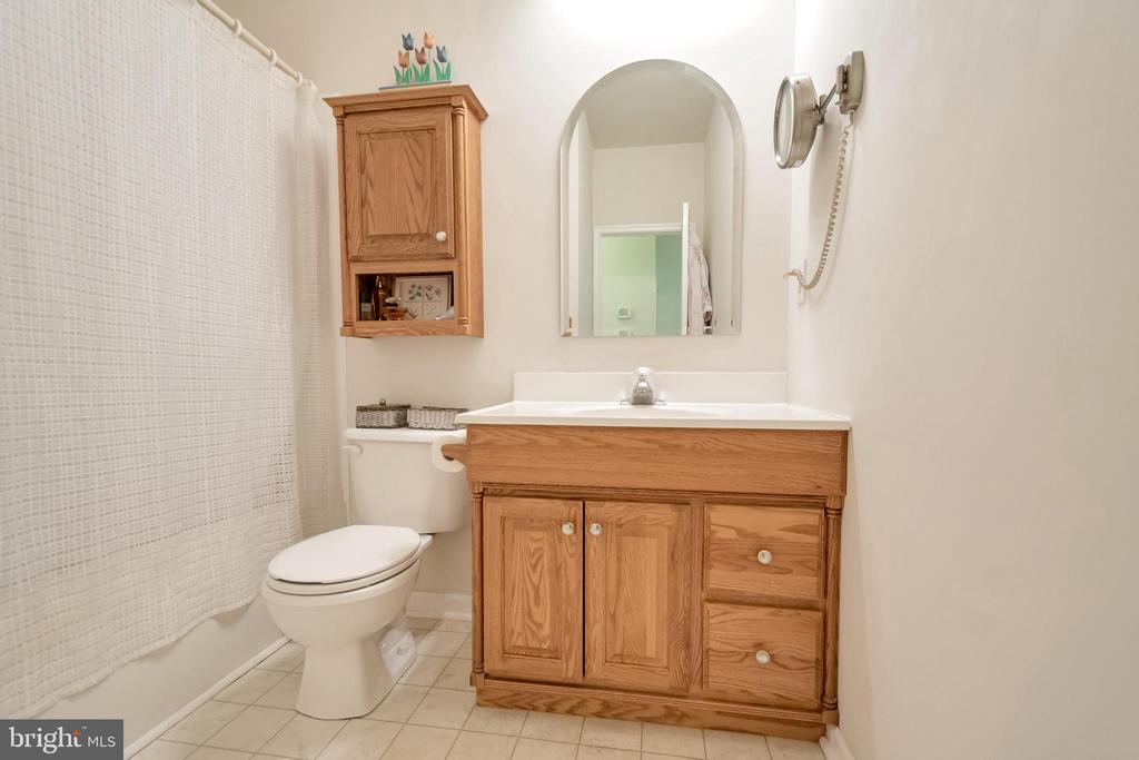 Hall bath - 1400 LAKEVIEW PKWY, LOCUST GROVE