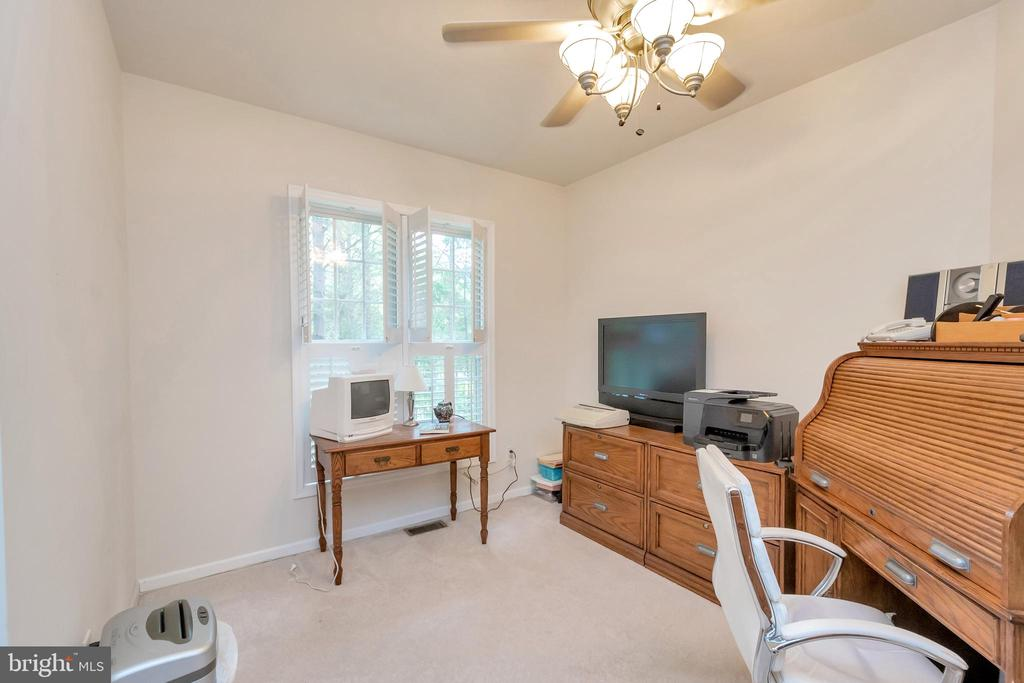 Separate sitting area in master - 1400 LAKEVIEW PKWY, LOCUST GROVE