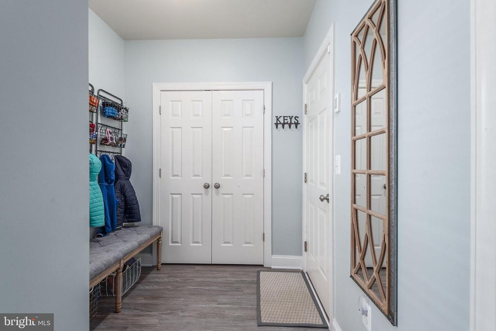 Mud Room w/ access to garage & lower level living - 409 N FREDERICK ST, ARLINGTON