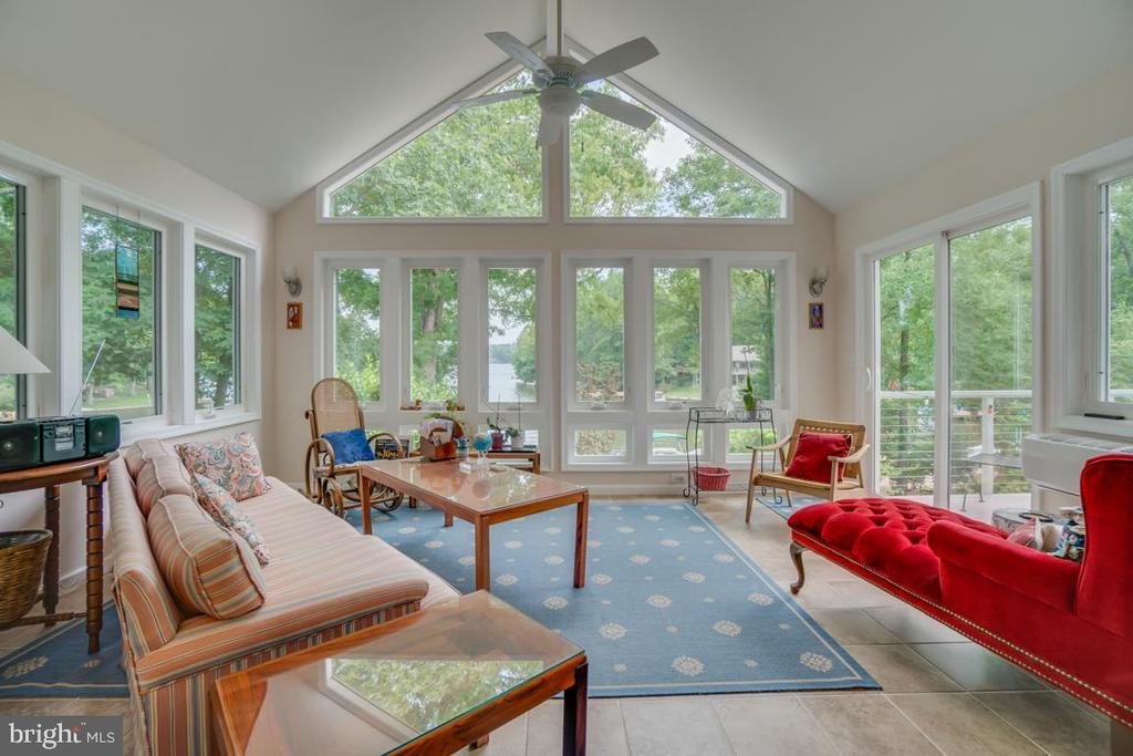 Sun Room off the office - 615 LAKEVIEW PKWY, LOCUST GROVE