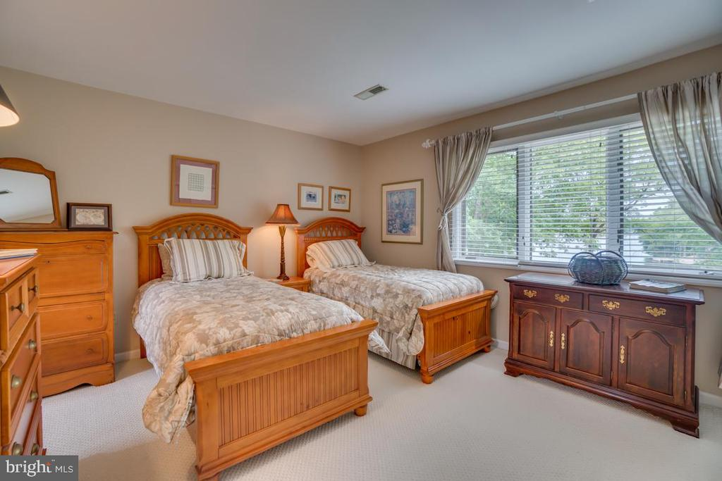 Bedroom #4 - 615 LAKEVIEW PKWY, LOCUST GROVE