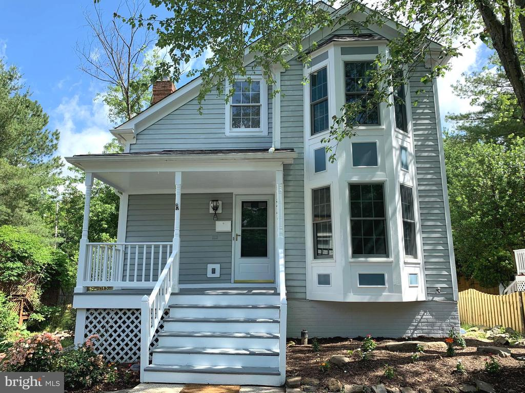 Victorian Contemporary Single Family Home - 8421 HOLLIS LN, VIENNA