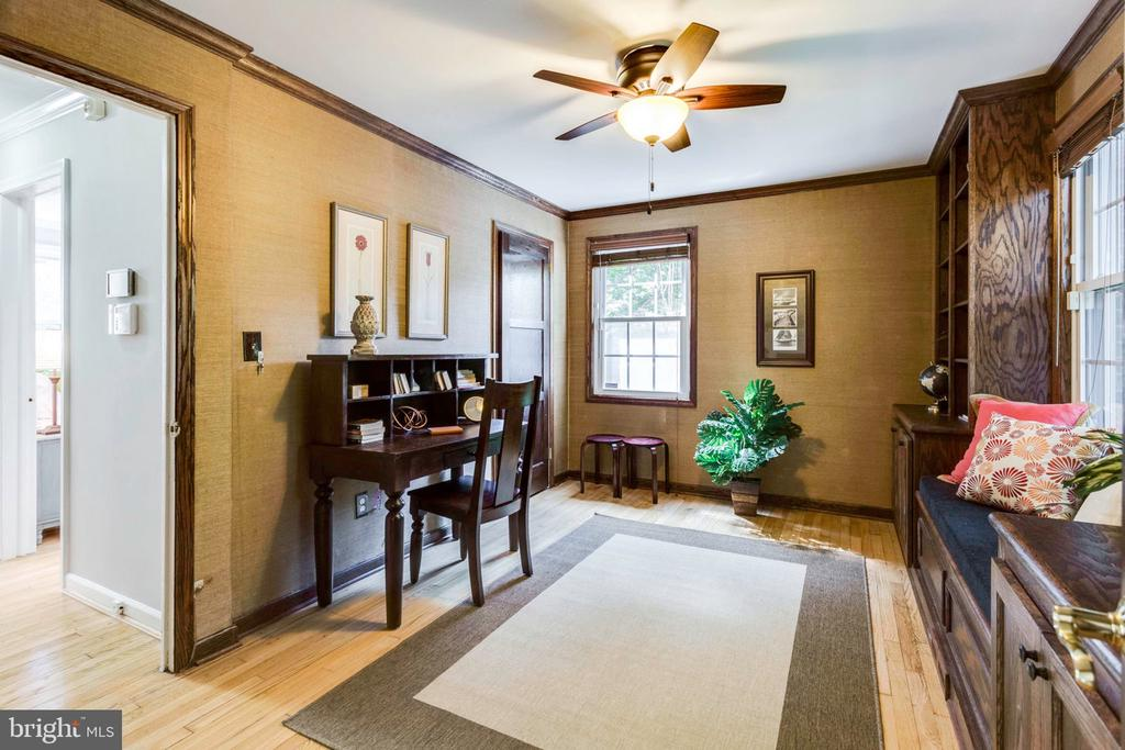 Perfect office space as well - 1709 S QUINCY ST, ARLINGTON