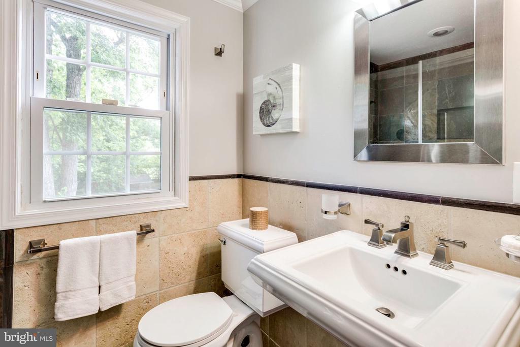 Full bath on upper level - 1709 S QUINCY ST, ARLINGTON