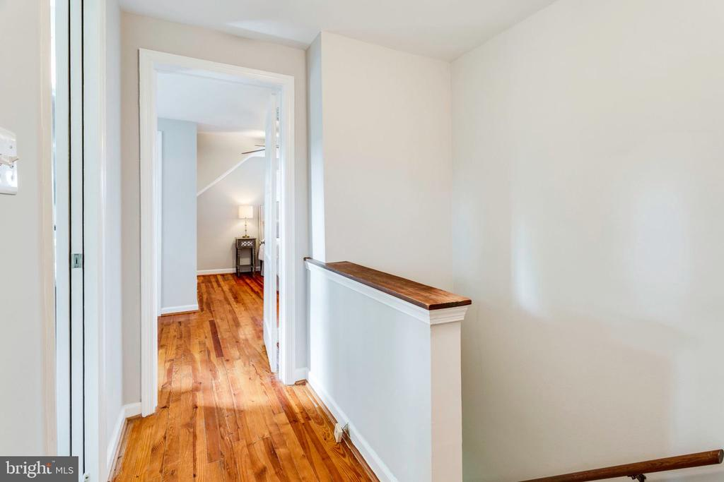 Upper level hallway - 1709 S QUINCY ST, ARLINGTON