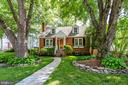 Surrounded by mature trees - 1709 S QUINCY ST, ARLINGTON
