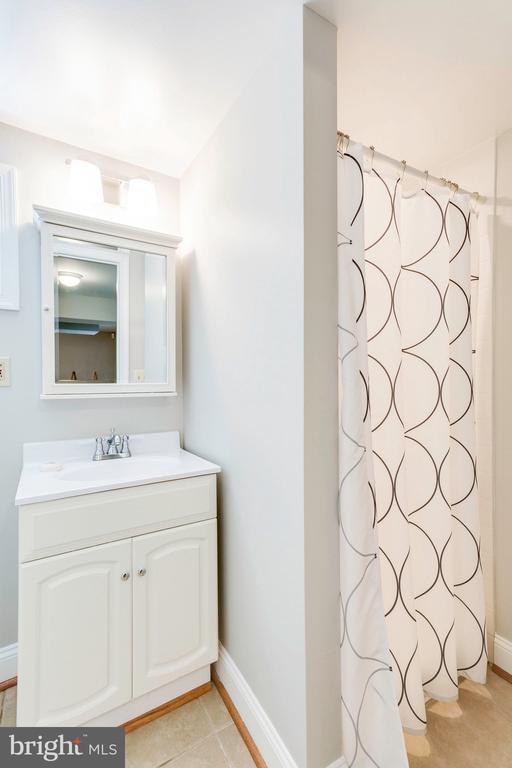 Full bath on lower level - 1709 S QUINCY ST, ARLINGTON