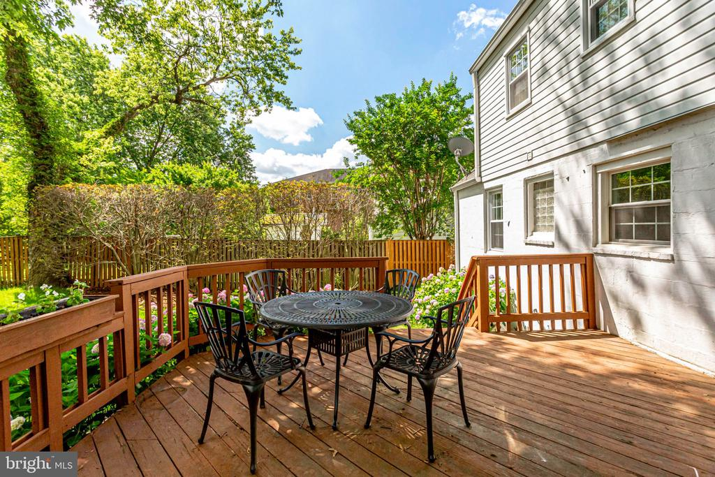 Great deck for grilling, dining and relaxing - 1709 S QUINCY ST, ARLINGTON