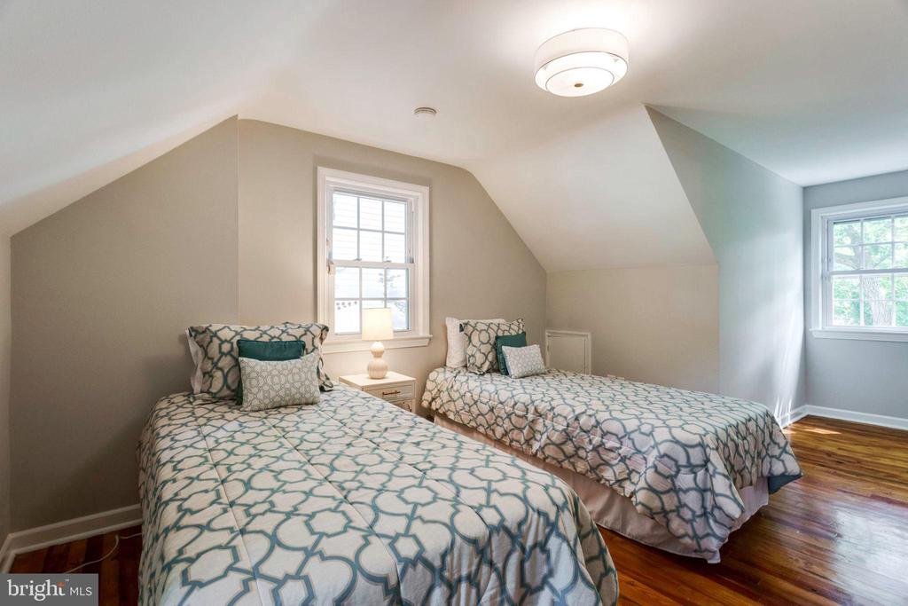 4th bedroom located on the upper level - 1709 S QUINCY ST, ARLINGTON