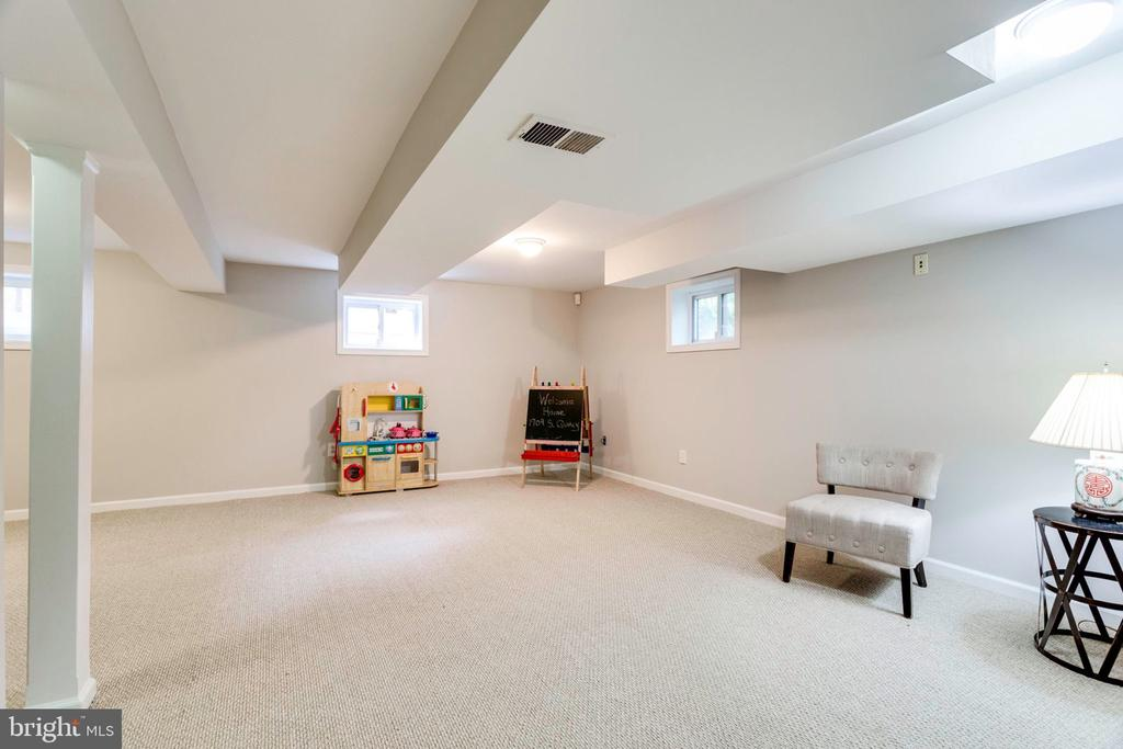 Recreation room with new carpet - 1709 S QUINCY ST, ARLINGTON