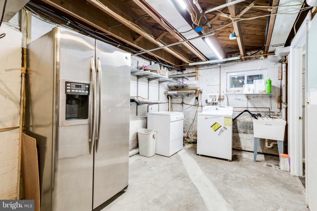 Laundry and storage space - 1709 S QUINCY ST, ARLINGTON