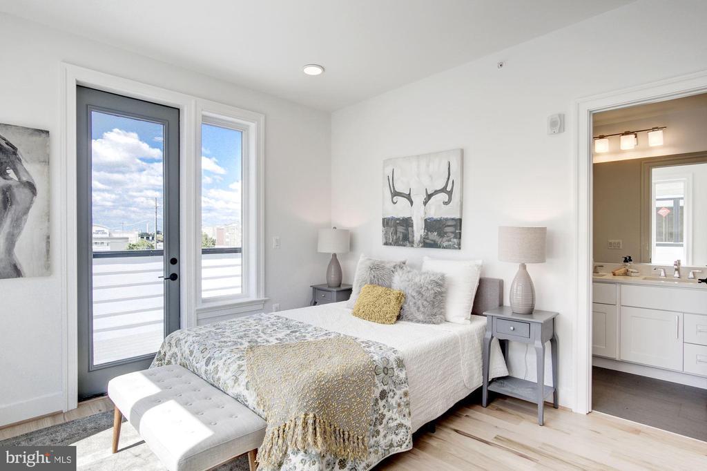 Owner's suite... - photo of similar penthouse - 1005 BRYANT ST NE #4, WASHINGTON