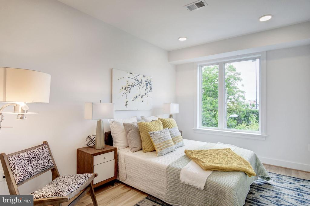 2nd bedroom is light and airy - 1005 BRYANT ST NE #4, WASHINGTON