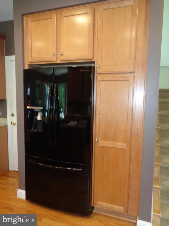 Updated Refrigerator with Water and Ice in Door - 4524 MOSSER MILL CT, WOODBRIDGE