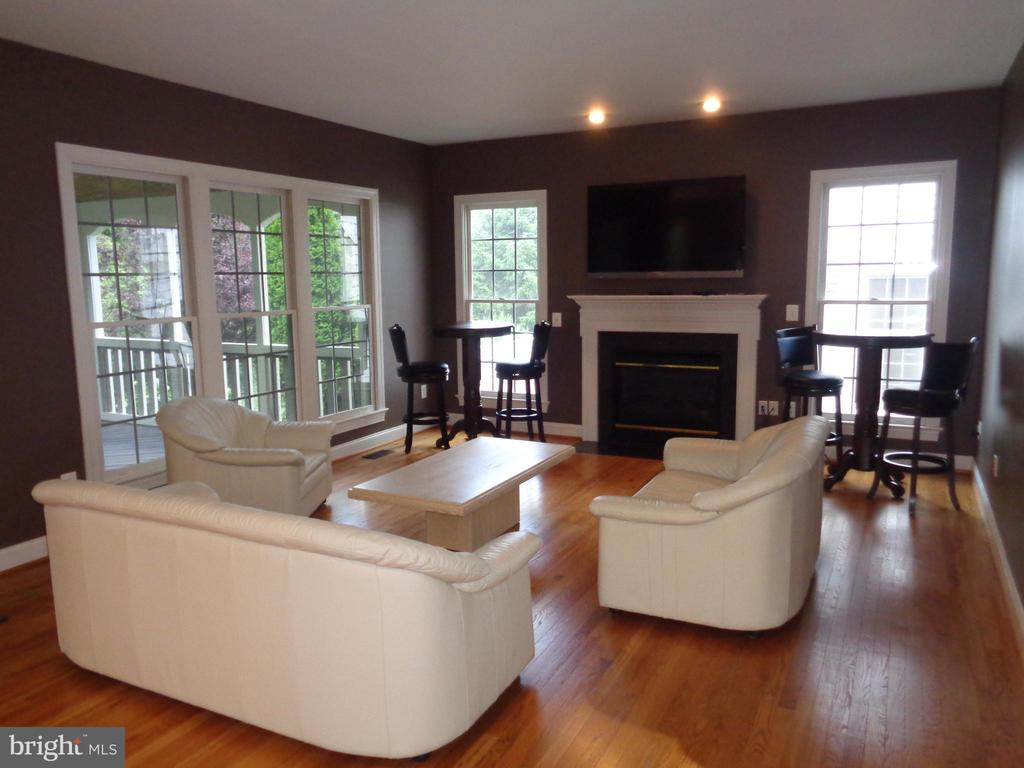 Family Room with Gas Fireplace - 4524 MOSSER MILL CT, WOODBRIDGE