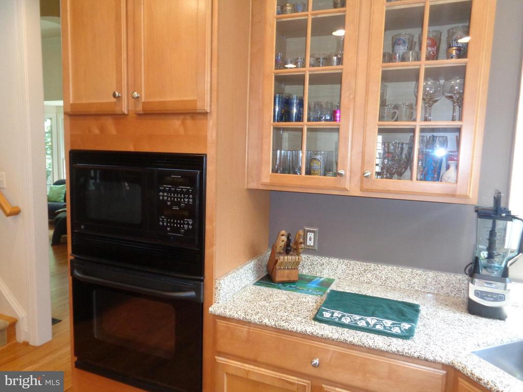 Double Wall/ Microwave Oven, Glass Front Cabinetry - 4524 MOSSER MILL CT, WOODBRIDGE