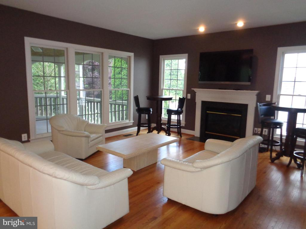 Family Room opens to Screened Porch - 4524 MOSSER MILL CT, WOODBRIDGE
