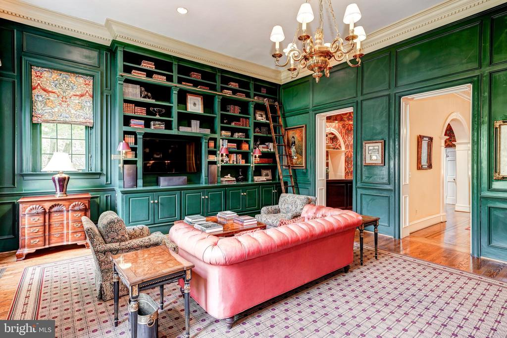 Library with built ins. - 3327 N ST NW, WASHINGTON