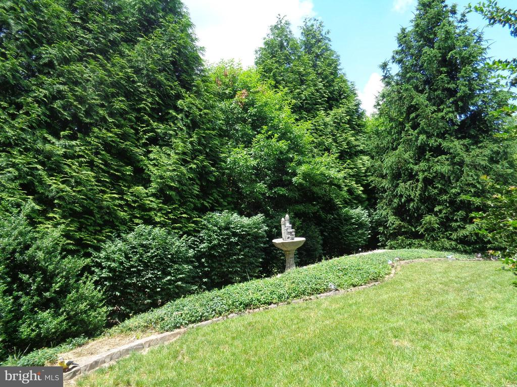 Yard backs to the golf course - 4524 MOSSER MILL CT, WOODBRIDGE