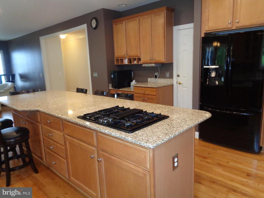 Plenty of Cabinetry for excellent storage - 4524 MOSSER MILL CT, WOODBRIDGE