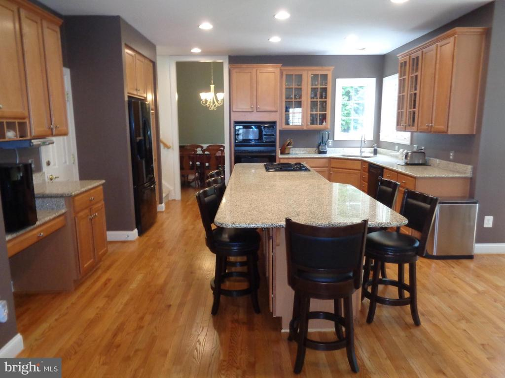 Kitchen is the Heart of the Home - 4524 MOSSER MILL CT, WOODBRIDGE
