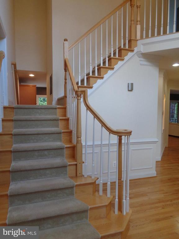 Central Double Staircase - 4524 MOSSER MILL CT, WOODBRIDGE