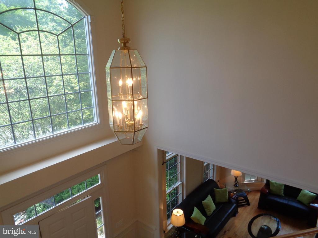 2 story Foyer w Palladian-Styled Window featured - 4524 MOSSER MILL CT, WOODBRIDGE