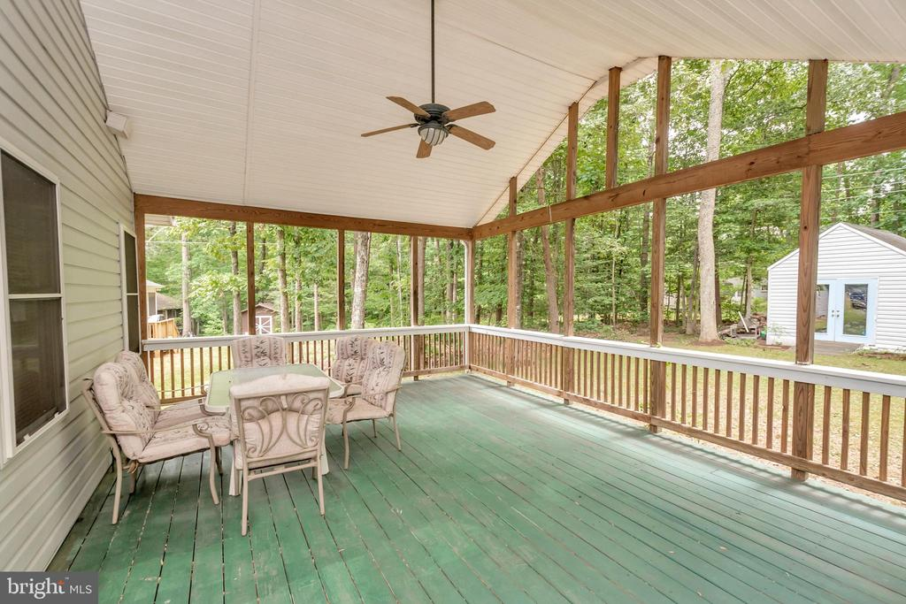 Fantastic covered porch - 118 JEFFERSON AVE, LOCUST GROVE