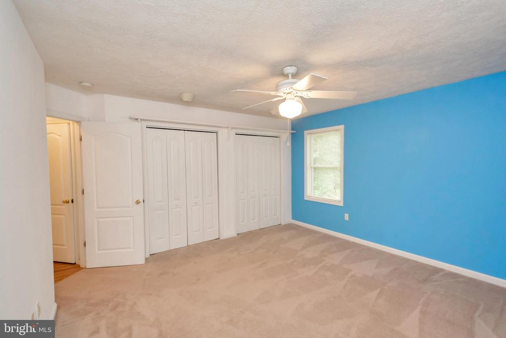 This bedroom blue wall has been painted beige - 118 JEFFERSON AVE, LOCUST GROVE