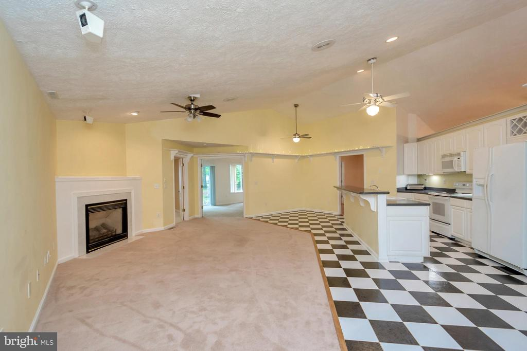 Kitchen with propane fireplace - 118 JEFFERSON AVE, LOCUST GROVE