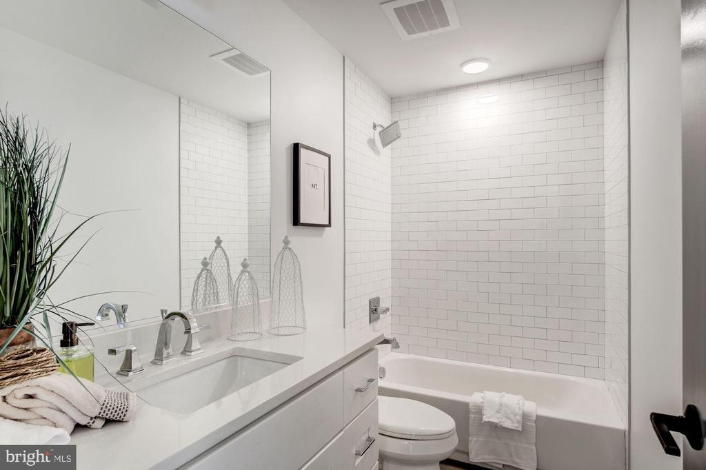 2nd full bath - photo of similar unit - 1005 BRYANT ST NE #2, WASHINGTON