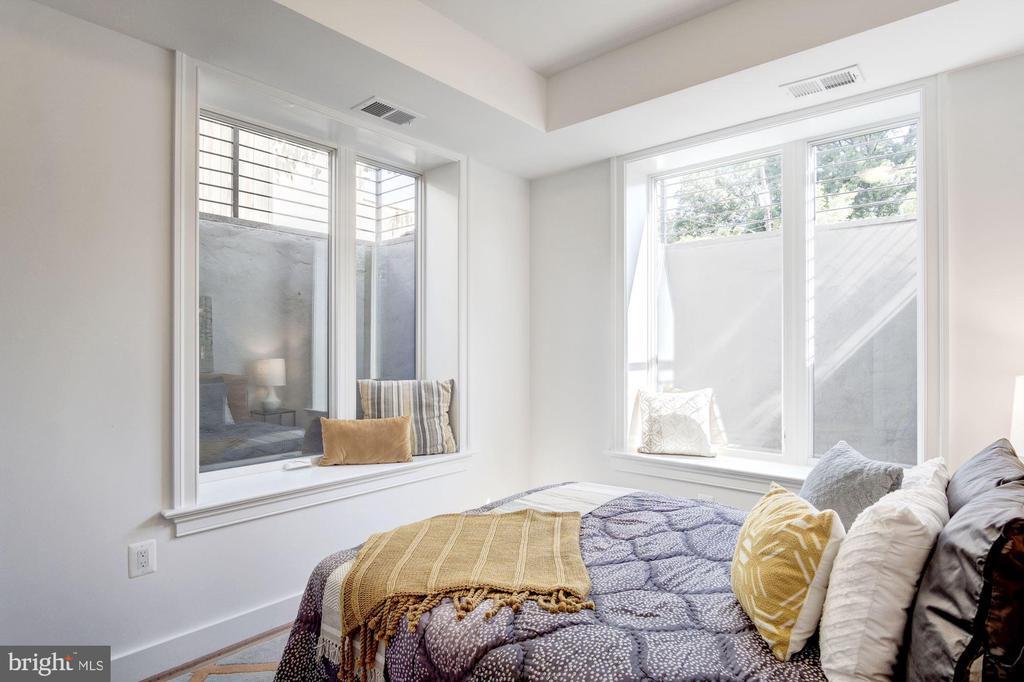 2nd bedroom... - 1005 BRYANT ST NE #2, WASHINGTON