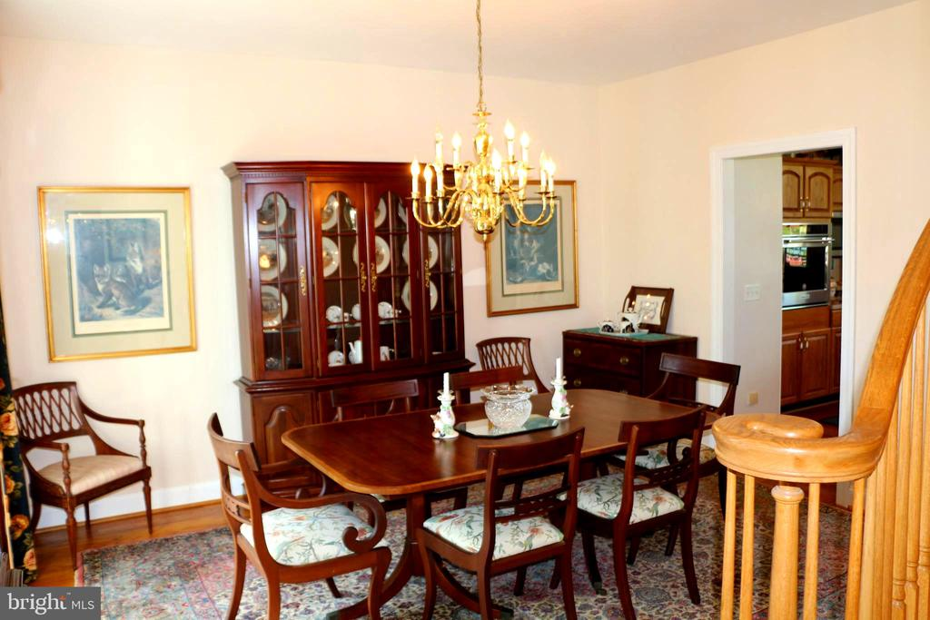 Formal dining room - 18561 YELLOW SCHOOLHOUSE RD, ROUND HILL